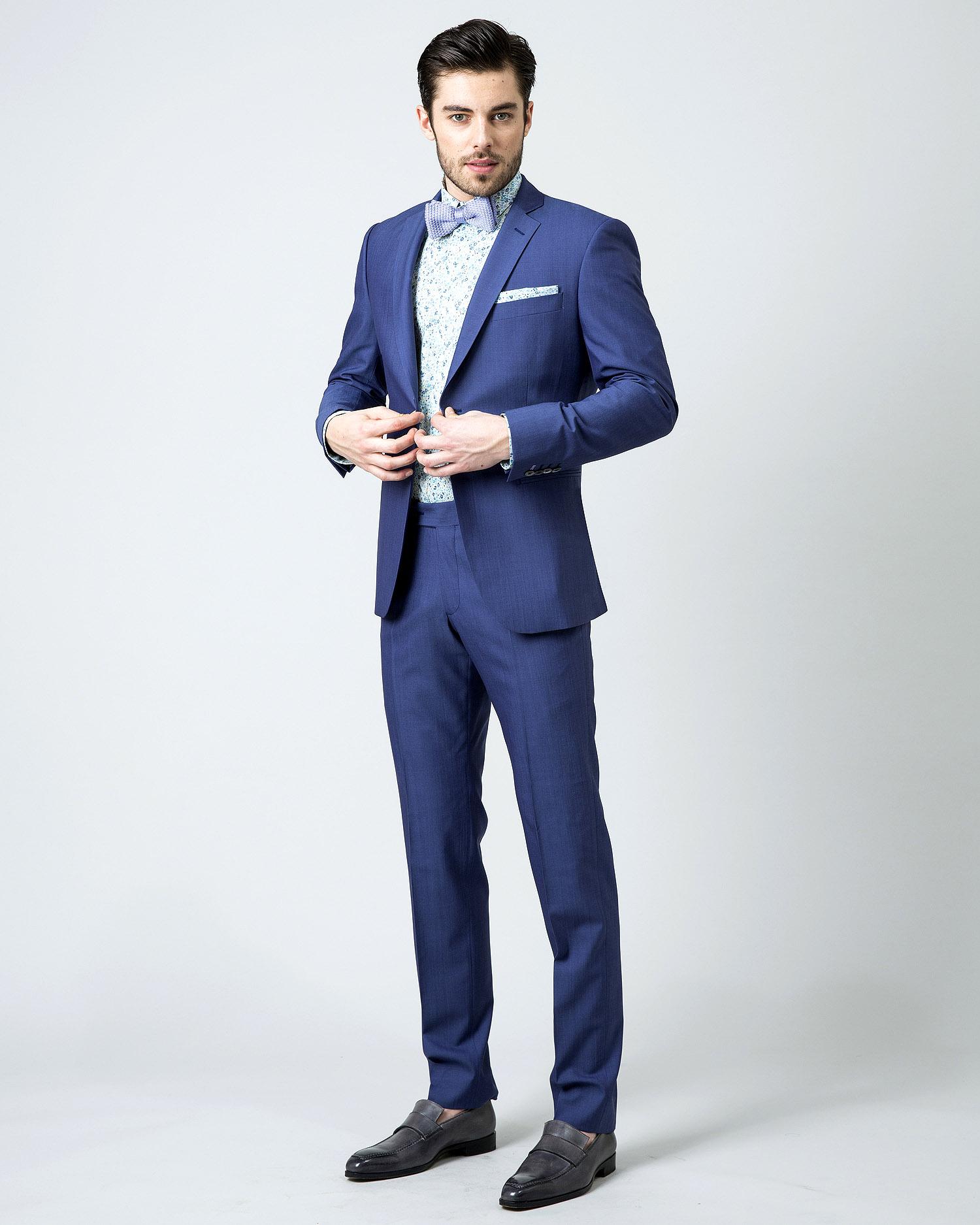 costume bleu je viens d 39 en acheter un et je l 39 adore. Black Bedroom Furniture Sets. Home Design Ideas